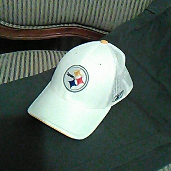 fa4e0ce8e4c Sharp Steelers cap. Flex fit. EUC. M 5ada85438af1c57ac771f3f7